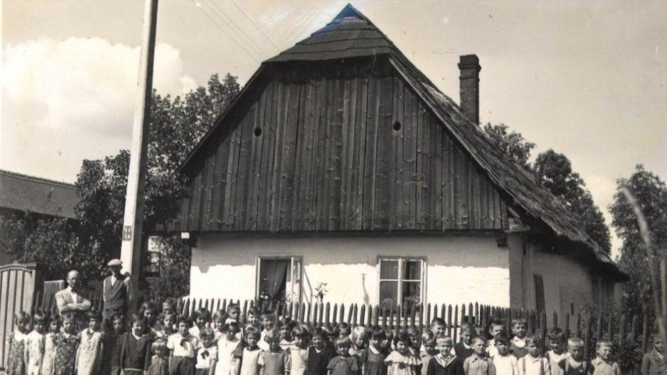 Škola v Starých Čivicích