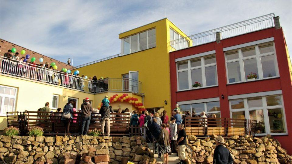 Brána, základní a mateřská škola se otevírá