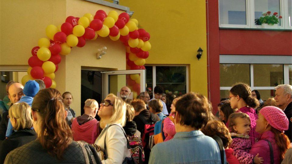 Otevření devítileté školy Brána v Nové Pace