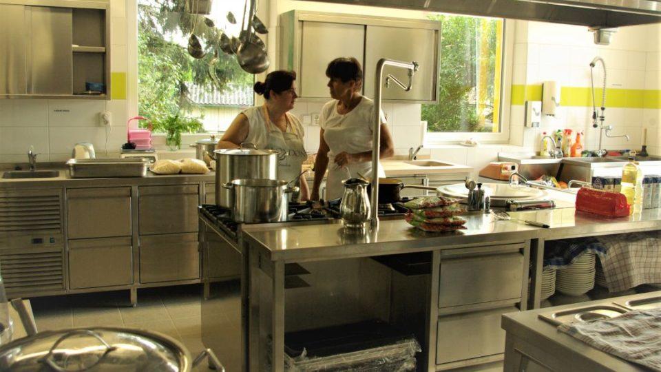 Součástí nové školy Brána je i kuchyně s jídelnou