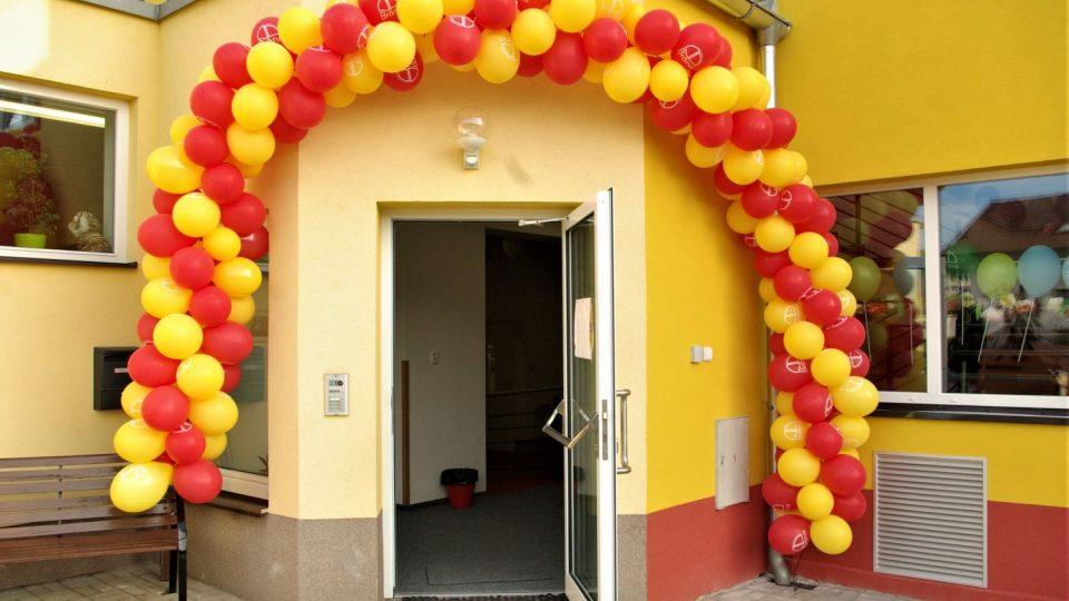 Vstup do nové ZŠ Brána v Nové Pace