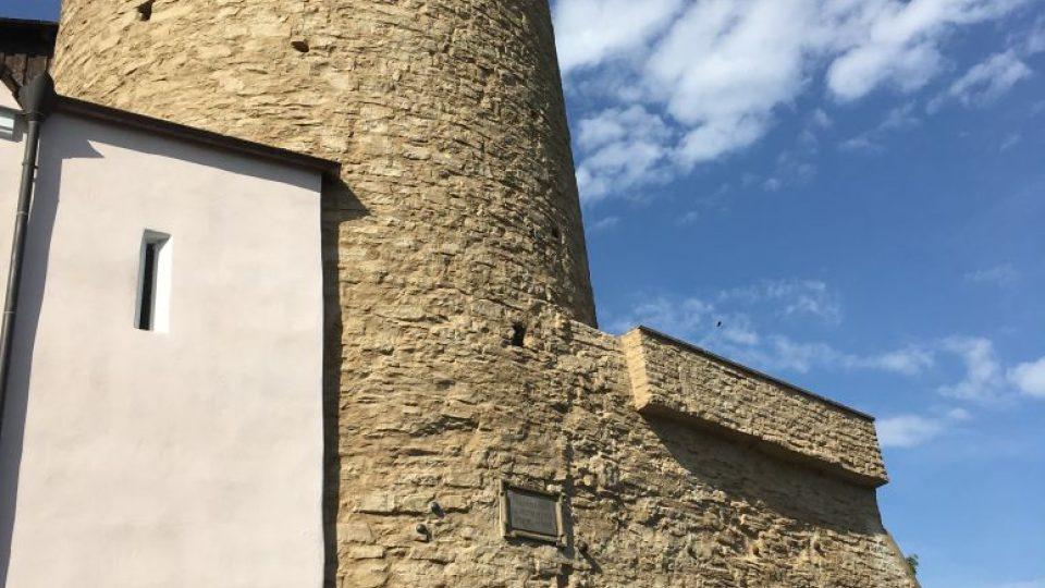 Věž, která pamatuje založení Nového Města nad Metují. Galerie Zázvorka se po opravách otevírá