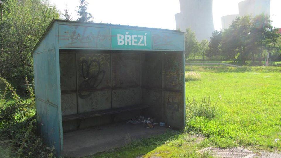 Obec Březí musela ustoupit elektrárně, zbyla tu jen zastávka a kaplička