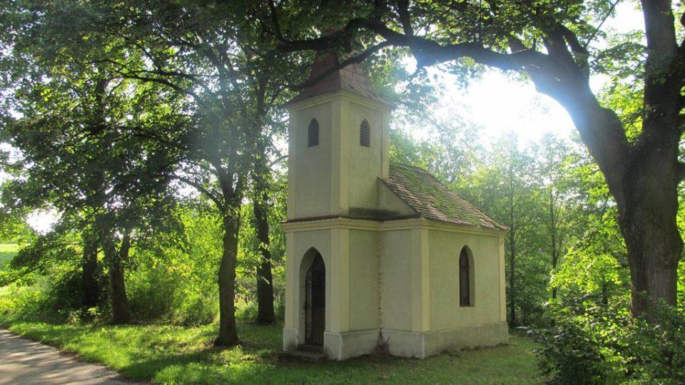 Zde byla obec Knín. V roce 1869 tu stálo 25 domů a žilo 213 lidí. Vesnice byla vysídlena a zničena kvůli výstavbě jaderné elektrárny Temelín