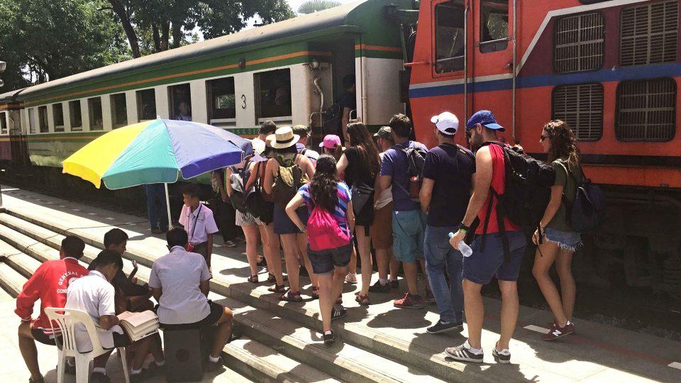 Cestovat lze dnes po někdejší železnici smrti několik desítek kilometrů