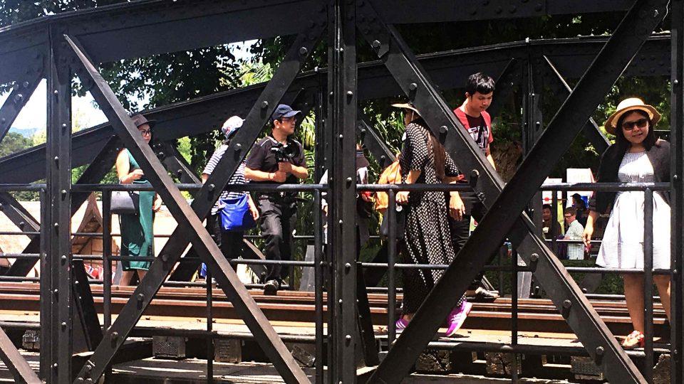 Kdo si myslí, že se prochází po mostě, který zná ze slavného filmu, mýlí se. Sedmi Oscary ověnčená filmová klasika se natáčela na Srí Lance