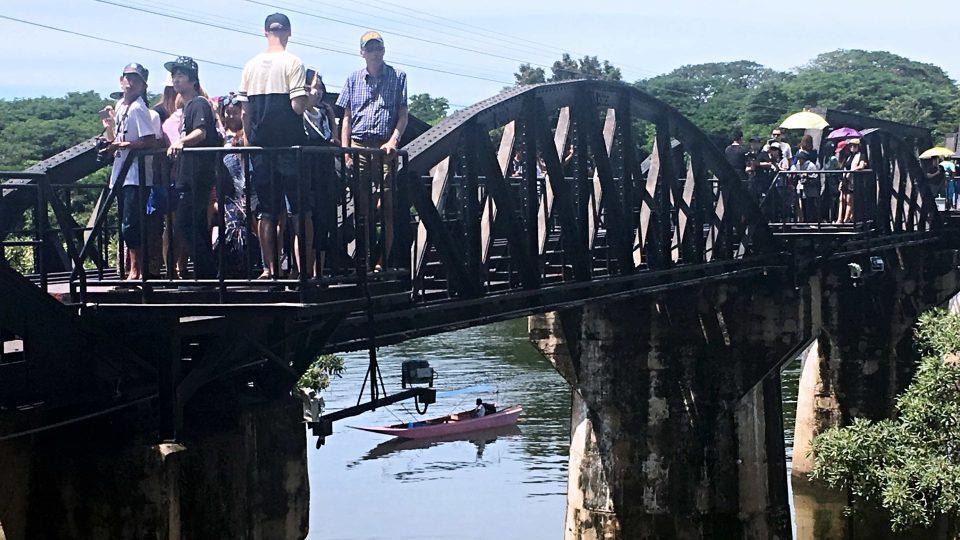 Legendární most je v podstatě malý a s tím filmovým se nemůže měřit