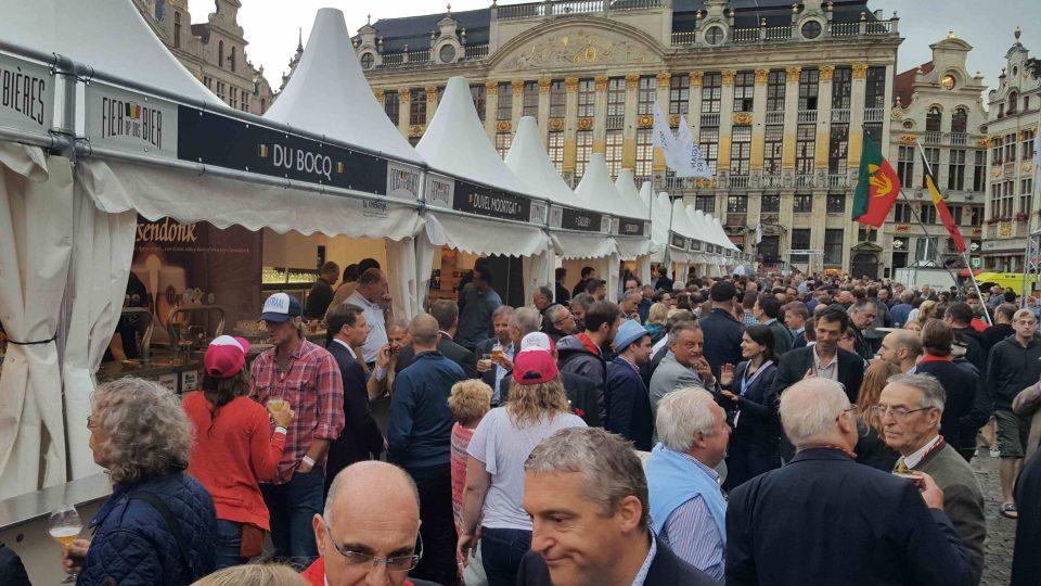Belgický pivní festival na Velkém náměstí v Bruselu