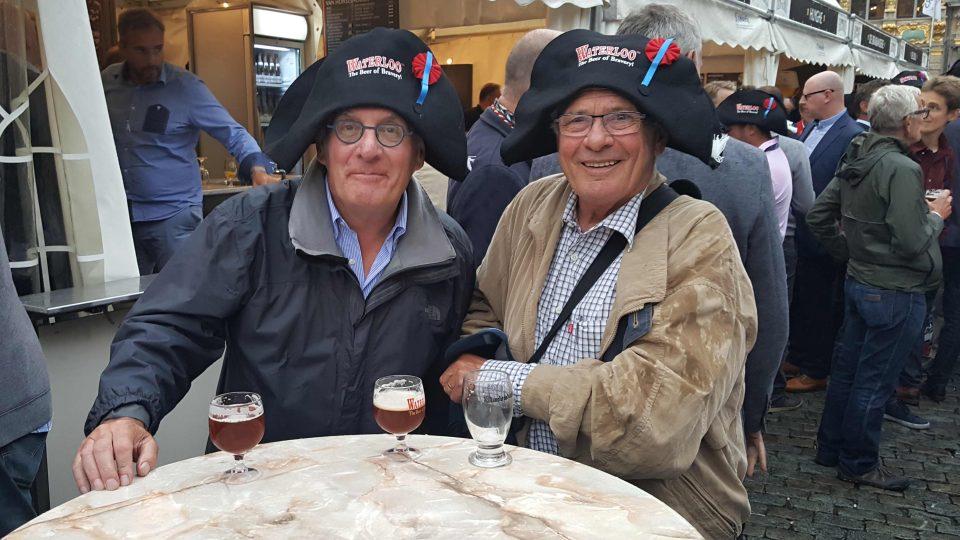Francois a jeho kolega se přijeli do Bruselu porozhlédnout po konkurenci