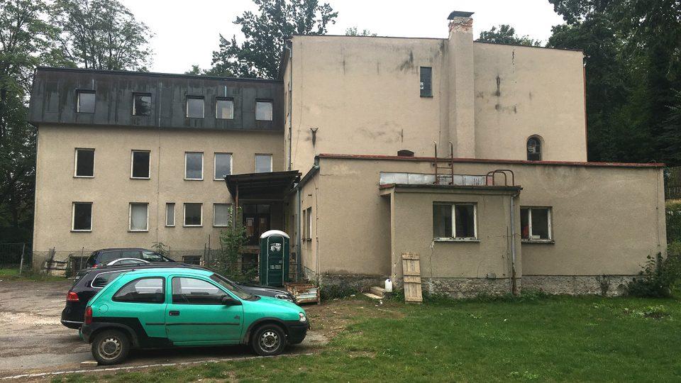 Současný stav Kabeláčova mlýna ve Slatiňanech