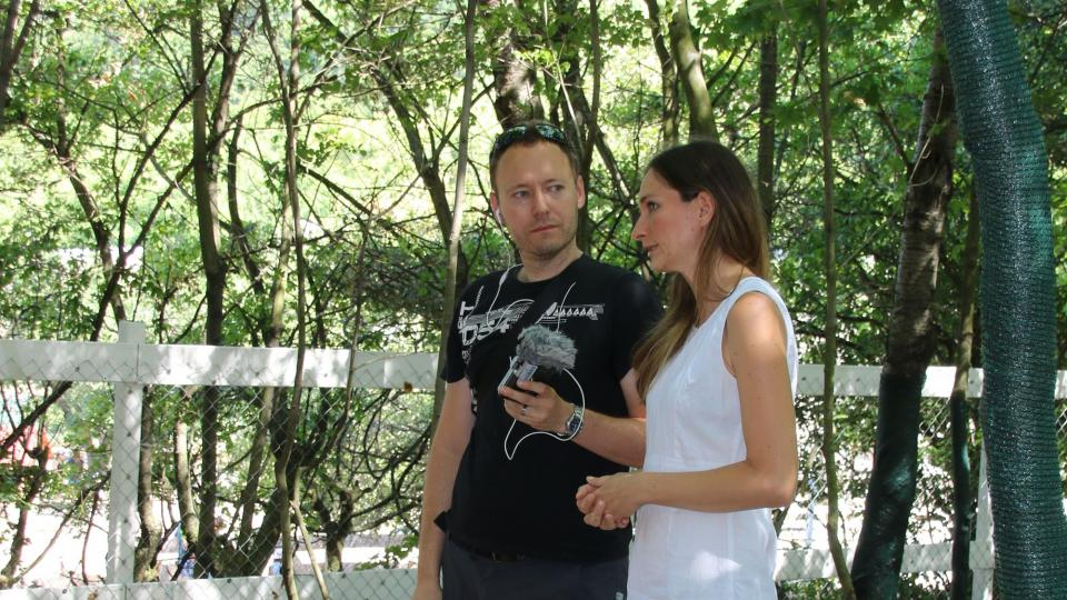 Redaktor Meteoru Petr Sobotka s majitelkou minifarmy Katarínou Ježíkovou