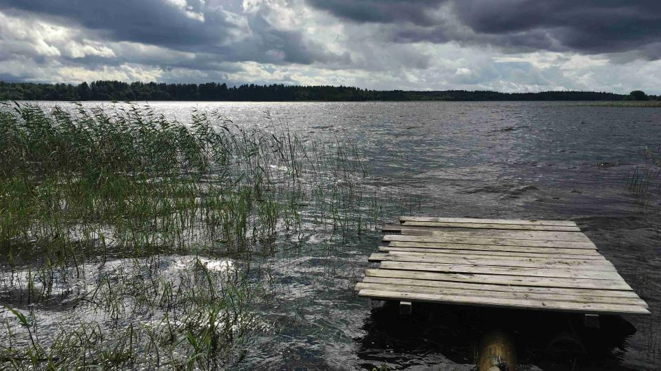 Klášter leží na břehu Bílého jezera ve Vologodské oblasti na severu evropské části Ruska