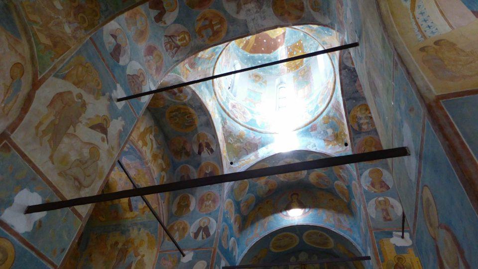 Fresky mistra Dionisije v chrámu Narození Bohorodičky ve Ferapontově klášteře