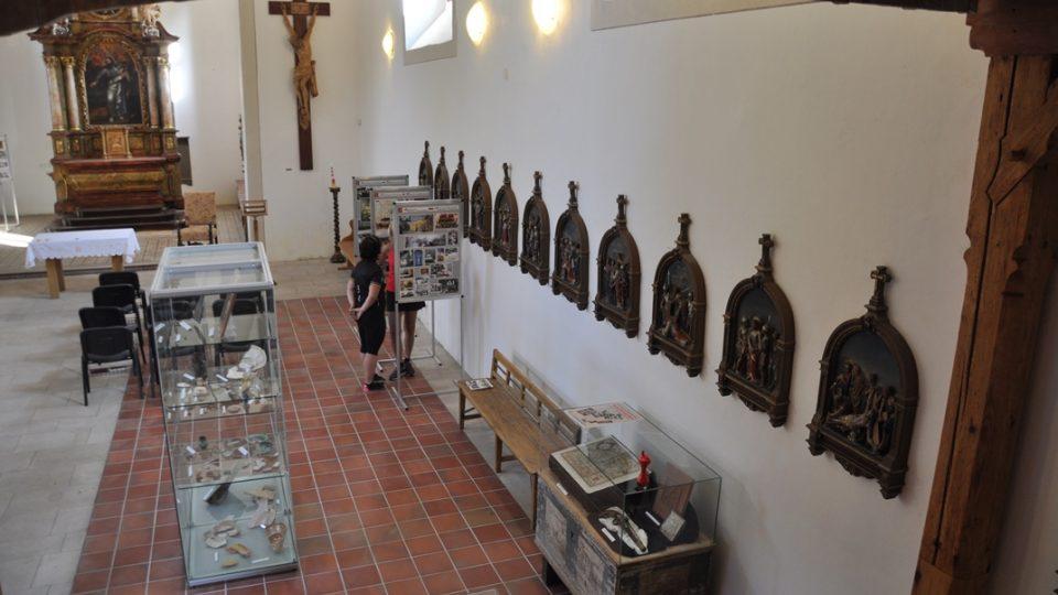 Keramická křížová cesta byla vyrobena v Mnichově