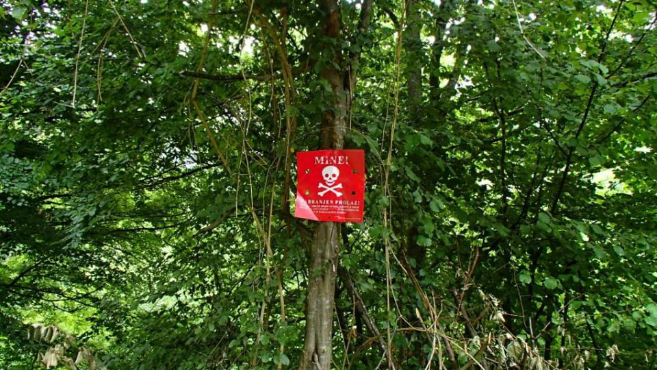 Cedule upozorňující na minové pole - Bosna a Hercegovina