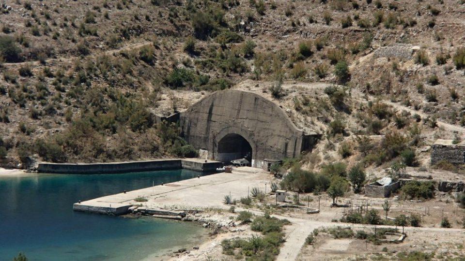 Ponorková základna v Porto Palermo - Albánie