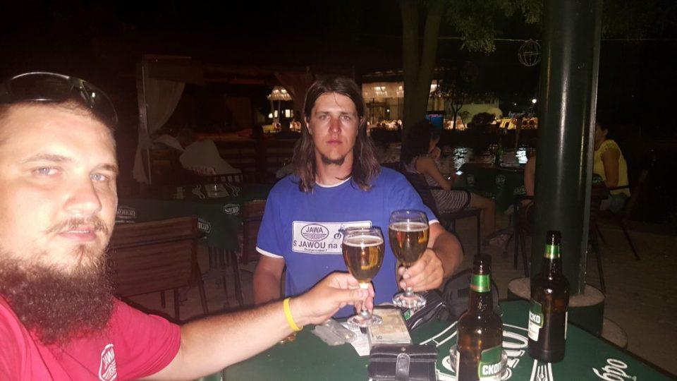 Zasloužené pivko v baru v hlavním městě Makodonie ve Skopji