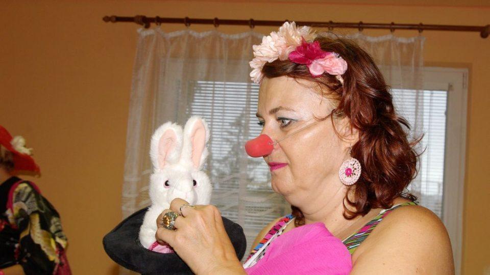 Klaunka Jana s králíkem v klobouku