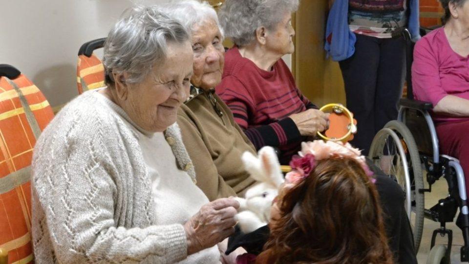 Klaunky v jičínském domově pro seniory