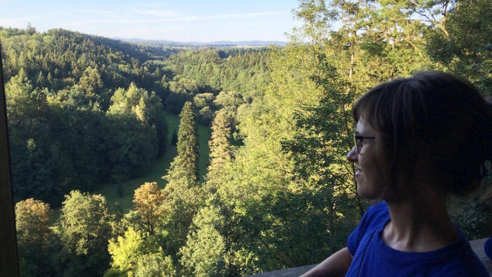 Vyhlídka z altánu na údolí Úpy