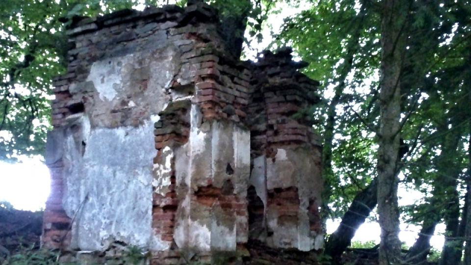 Zchátralá kaple svaté Hildegardy