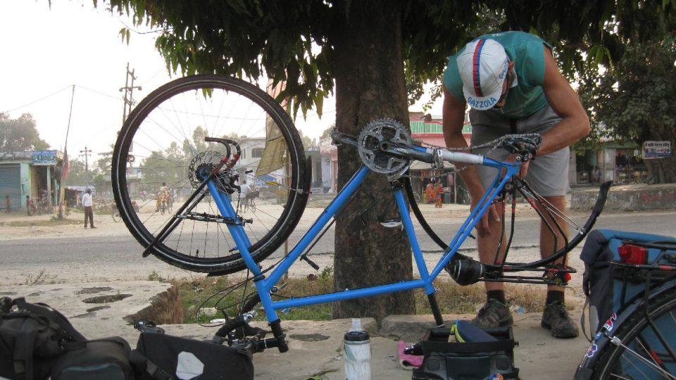 Někdy jsme kola čistili a mazali v rámci normální denní etapy