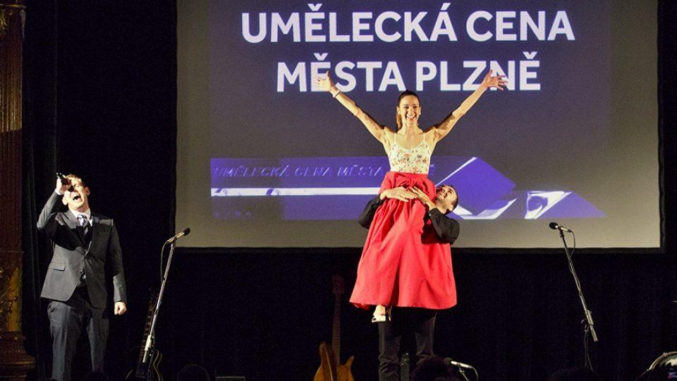 Cenu za mimořádný umělecký počin pro umělce do 30 let obdržela sólistka baletu Jarmila Hruškociová, dříve Dycková