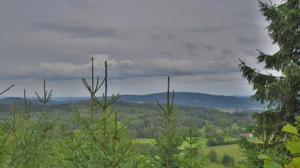 Pohled z Drkolné směrem na Šumavu