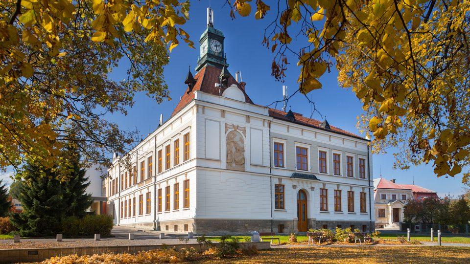 Budova tzv. nové školy byla postavena ve 20. letech minulého století