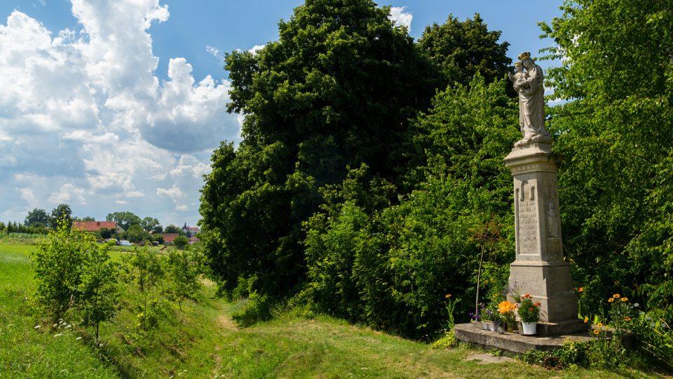 32 soch a malých sakrálních objektů mají v Dolním Újezdě