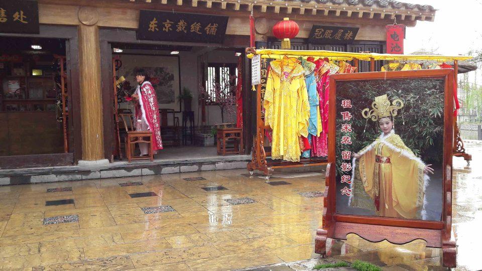Obchody se suvenýry v Kchaj-fengu