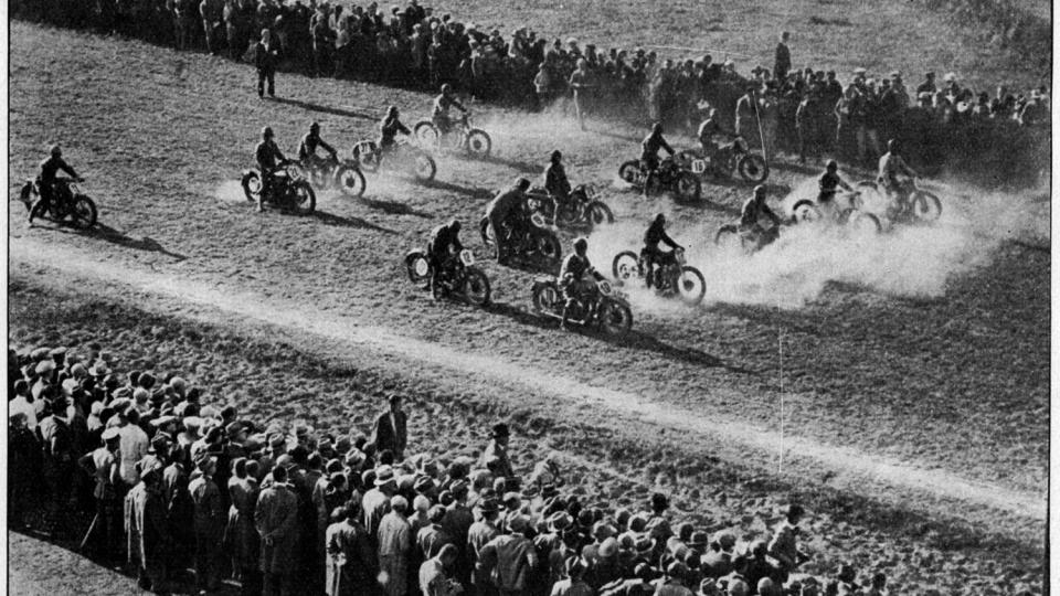 Start prvního ročníku Zlaté přilby 29. září 1929