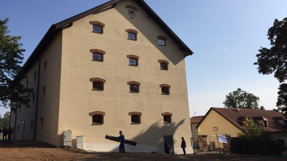 Bývalá sýpka v Třebíči, dnes centrum pro rodiny s dětmi