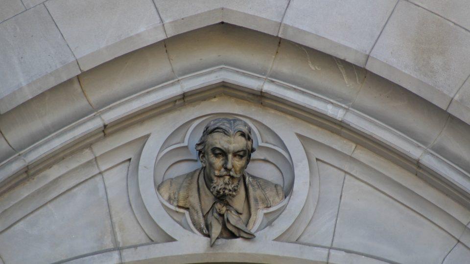 Busta architekta chrámu Gustava Meretty