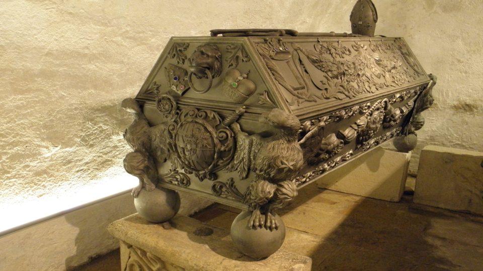 Rakev s ostatky biskupa Karla II. z Lichtensteinu-Castelcorna