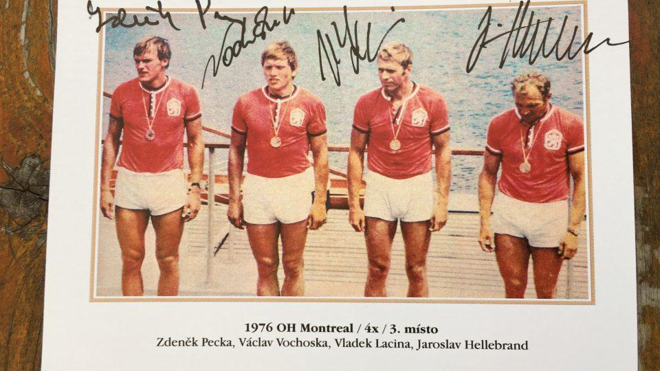 Veslařští medailisté z olympiády v Montrealu na historické fotografii