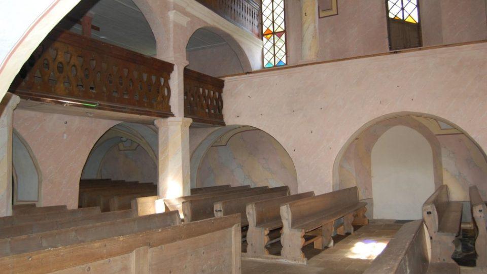 Interiér s galeriemi po restaurování