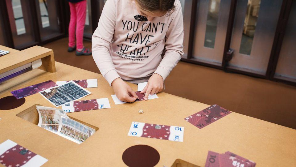 V plzeňském Depu 2015 začala interaktivní výstava Jak se točí peníze. Děti učí o vydělávání, spoření nebo utrácení peněz