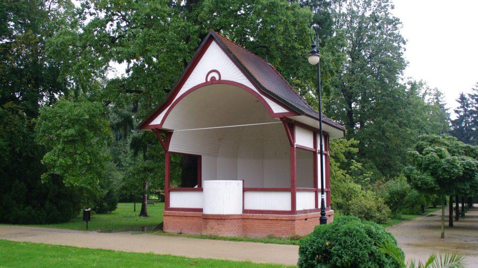 Hudební pavilon dnes žije promenádními koncerty i vystoupeními tanečních skupin