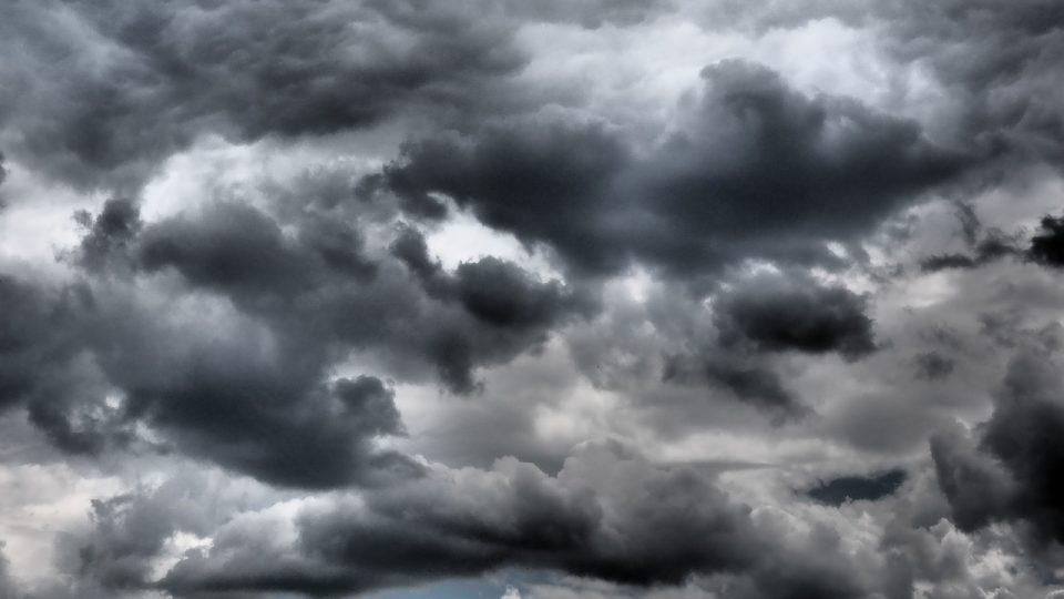 Nebe a mraky