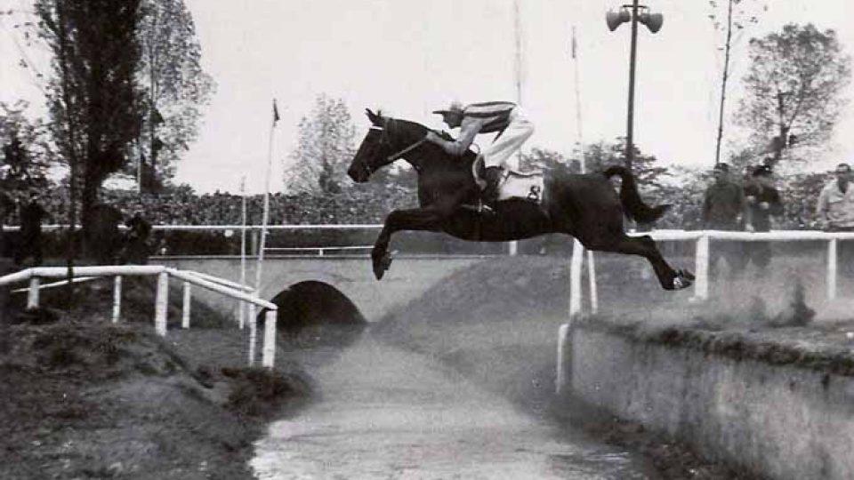 Druhé vítězství Miloše Svobody v sedle koně Vítěz v roce 1952
