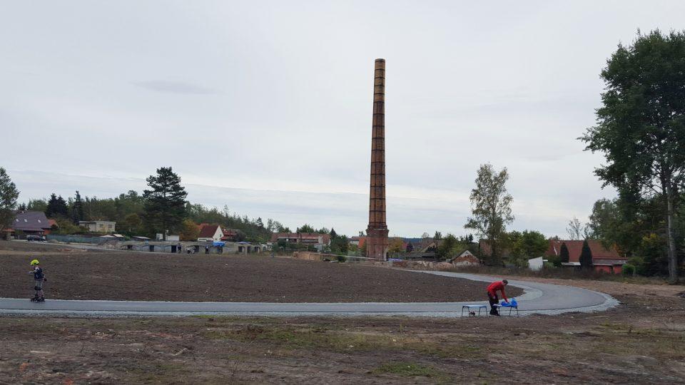 Areál bývalé továrny v obci Břasy se promění na oddychovou zónu