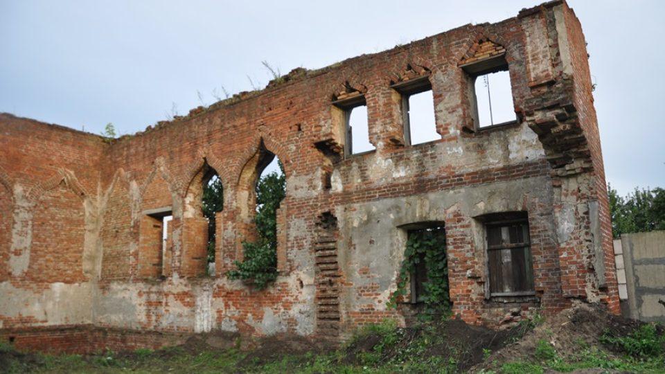 Trosky někdejší synagogy v běloruském Bobrujsku