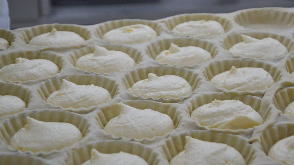 Formičky na mattentaart naplněné tvarohovou směsí