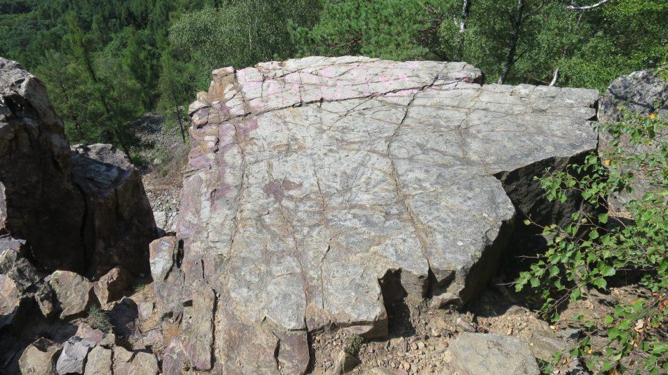 Vrchol Plešivec najdete v Brdské vrchovině nedaleko Příbrami