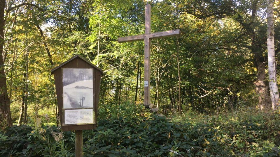 Současná podoba míst v česko-rakouském pohraničí v České Kanadě, kde bývaly vesnice. Minulý režim je nechal srovnat se zemí