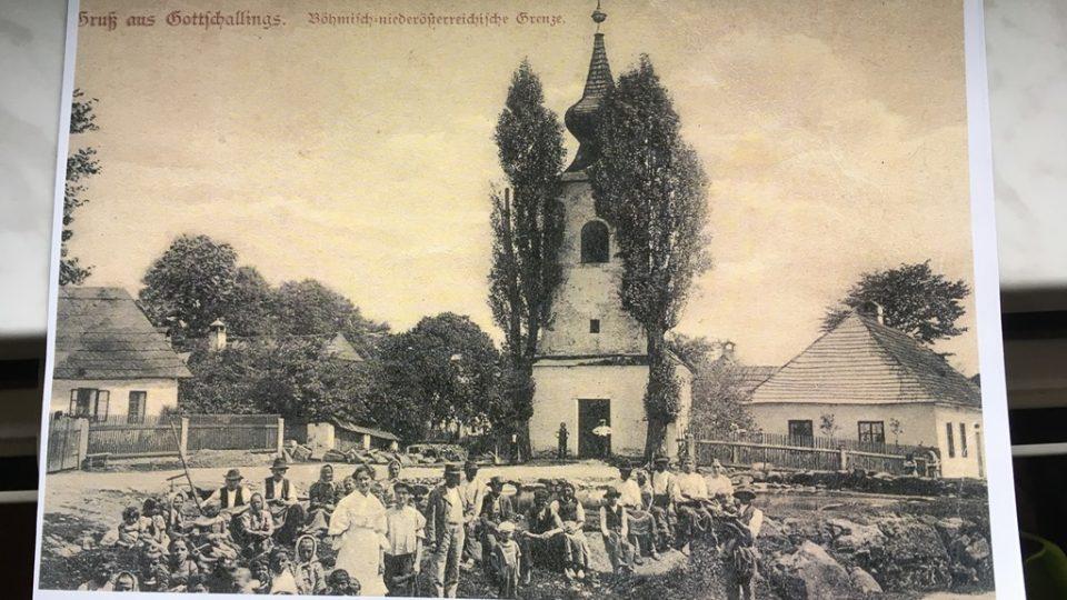 Dobová fotografie jedné ze zaniklých vesnic v České Kanadě