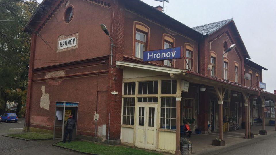 Na vlakovém nádraží v Hronově chybí veřejné záchodky
