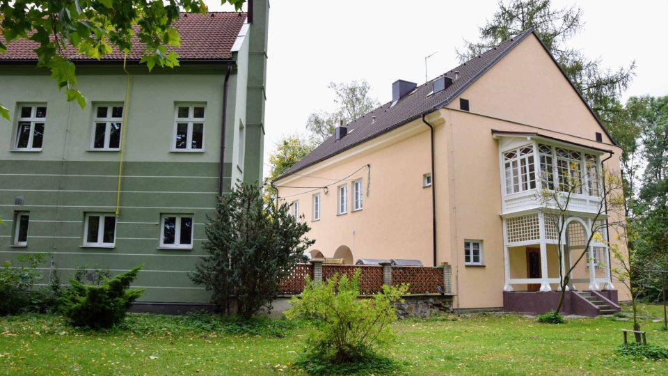 Dvě původní budovy, ve kterých před 150 lety začalo zemědělské vzdělávání v Novém Jičíně-Žilině