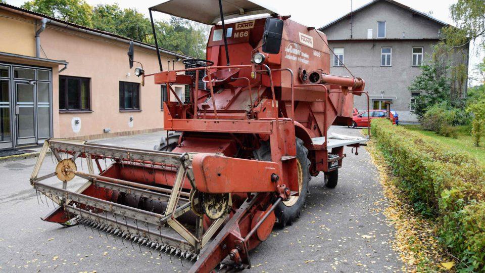 Výstava zemědělské techniky - strojní mlátička FAHR